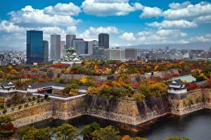 Papel de Parede Desktop Arranha-céus Castelo Japão Outono árvores Nuvem Osaka Castle Park Cidades