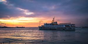 Bakgrunnsbilder Soloppganger og solnedganger Et skip Tyrkia Bosporus