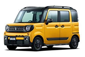 Fotos Suzuki Weißer hintergrund Ein Van Gelb 2018-19 Spacia Gear auto