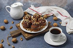 Fotos Tee Walnuss Cupcake Tasse Schneidebrett Lebensmittel