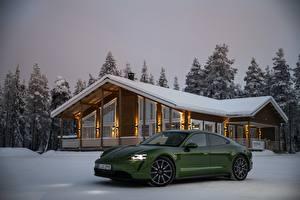 Hintergrundbilder Winter Porsche Schnee Grün Metallisch 2020, Taycan 4S auto