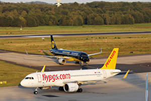 Fotos Airbus Flugzeuge Verkehrsflugzeug 2 Pegasus Airbus A320 neo and Eurowings BVB ivery