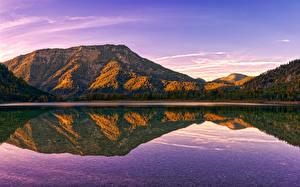 Fotos Österreich Herbst See Berg Wälder Spiegelung Spiegelbild Politischer Bezirk Gmunden