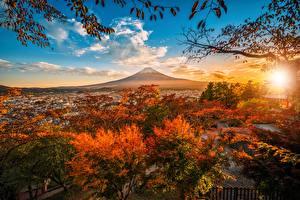 Bilder Herbst Berg Himmel Fuji Vulkan Japan Bäume Wolke Vulkane