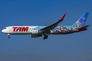 Tapety na pulpit Samolot Boeing Samolot pasażerski Widok z boku 767-300W, LATAM Airlines