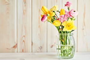 Image Bouquets Narcissus Carnations Tulip Spearworts Vase