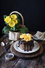 Bureaubladachtergronden Taart Chocolade Gerbera's Roos Bord maaltijd Een lepel Ontwerp spijs