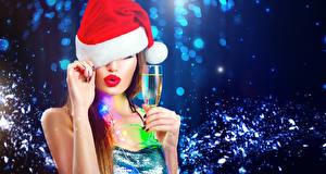 Fotos Neujahr Schaumwein Rote Lippen Mütze Hand Weinglas Mädchens