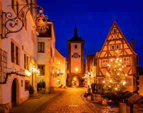 Fotos Neujahr Deutschland Gebäude Bayern Stadtstraße Weihnachtsbaum Straßenlaterne Nacht Rothenburg ob der Tauber Städte