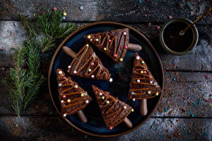 Picture Christmas Little cakes Chocolate Dragee Wood planks Plate Christmas tree Branches Food