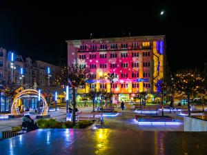 Hintergrundbilder Neujahr Polen Gebäude Platz Nacht Lichterkette Stadtstraße Katowice Städte