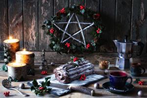 Hintergrundbilder Neujahr Stillleben Roulade Kerzen Beere Flötenkessel Bretter Tasse das Essen