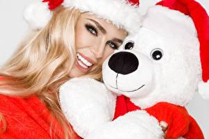 Bilder Neujahr Teddy Blondine Lächeln Starren Mütze junge frau