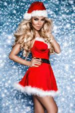 Bilder Neujahr Mütze Blondine Kleid Hand Starren junge frau