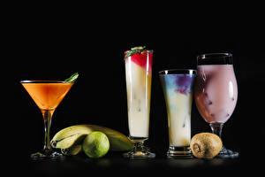 Bilder Cocktail Bananen Chinesische Stachelbeere Limette Schwarzer Hintergrund Weinglas Trinkglas Lebensmittel
