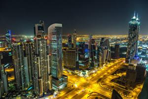 Bakgrunnsbilder Dubai De forente arabiske emirater Bygning Skyskraper Vei Natt en by