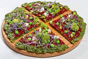 Bilder Fast food Pizza Gemüse Brokkoli Grüne Erbsen Schneidebrett Ketchup Lebensmittel