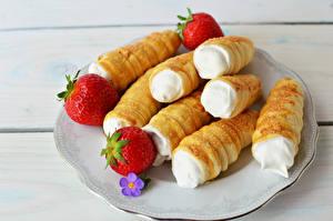 Bilder Törtchen Erdbeeren Teller
