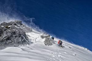 Hintergrundbilder Bergsteigen Felsen Schnee Kletterer