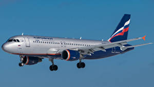 Fotos Flugzeuge Verkehrsflugzeug Airbus Seitlich Aeroflot, A320