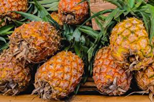 Image Pineapples Closeup