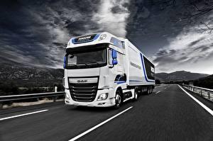 Hintergrundbilder Straße DAF Trucks Fährt Weiß Super Space Cab Autos