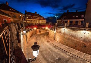 Fotos Rumänien Gebäude Brücke Wege Nacht Straßenlaterne Mauer Sibiu Städte