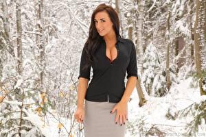 Hintergrundbilder Stacey Poole Winter Braune Haare Lächeln Hand Mädchens
