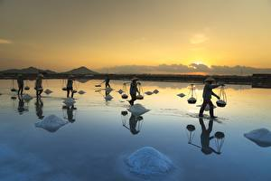 Fotos Morgendämmerung und Sonnenuntergang Asiatisches Abend Arbeiten Salz Der Hut