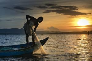 Hintergrundbilder Morgendämmerung und Sonnenuntergang Boot Asiaten Mann Fischerei