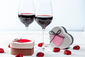 Pictures Valentine's Day Wine Candy Stemware Gifts Heart Food