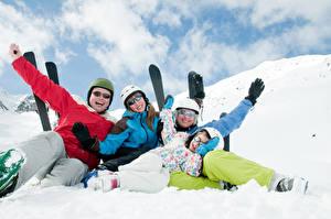 Hintergrundbilder Winter Skisport Schnee Familie Brille Glückliches sportliches