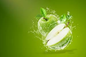 Fotos Äpfel Farbigen hintergrund Spritzwasser