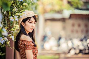 Bilder Asiaten Unscharfer Hintergrund Brünette junge frau