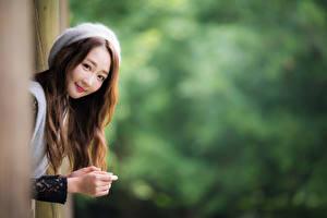 Fotos Asiaten Bokeh Lächeln Süß Braunhaarige Blick Mädchens