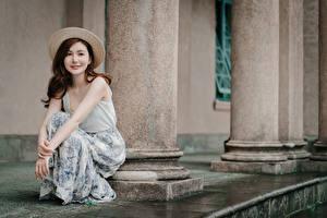 Fotos Asiaten Sitzt Der Hut Braune Haare junge frau
