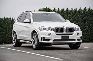 Hintergrundbilder BMW Weiß Geparktes Crossover F15 automobil