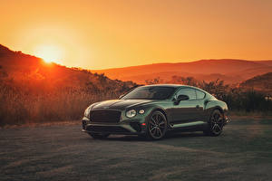 Photo Bentley Green Metallic 2020 Continental GT V8 Cars