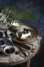 Hintergrundbilder Brombeeren Heidelbeeren Milch Quarkkuchen Löffel
