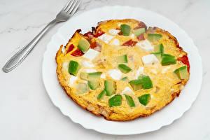 Fotos Käse Avocado Teller Essgabel Omelet das Essen