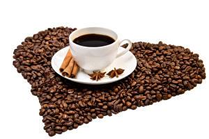 Tapety na pulpit Kawa Cynamon Anyż Na białym tle Ziarna Filiżanka Serduszko żywność