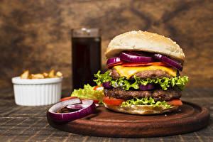 Fotos Fast food Burger Frikadelle Gemüse Schneidebrett