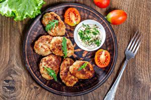 Bilder Fleischbällchen Tomaten Teller Essgabel Mayonnaise das Essen