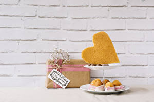 Fotos Feiertage Bonbon Törtchen Wände Mauer Geschenke Herz Das Essen
