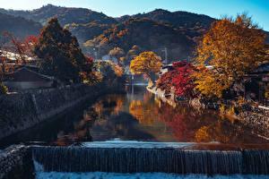 Bakgrunnsbilder Japan Kyoto Høst Fjell Fosser Kanal farvann Trær Arashiyama
