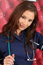 Hintergrundbilder Saffron only Krankenschwester Braune Haare Starren Hand Haar junge frau