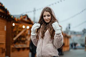 Fotos Unscharfer Hintergrund Jacke Fausthandschuhe Braune Haare Starren Sasha, Kirill Sokolov junge frau