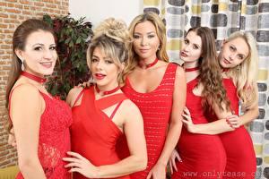 Fotos Scarlot Rose Natalia Forrest Tillie Model Chloe Toy Brook Logan Blondine Starren Kleid Hand junge Frauen