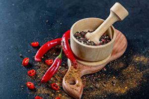 Bilder Gewürze Chili Pfeffer Schwarzer Pfeffer Schneidebrett Mörser und Stößel Lebensmittel