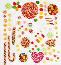 Tapety na pulpit Słodkie jedzenie Lizak Drażetki Marmolada Na białym tle Serduszko żywność